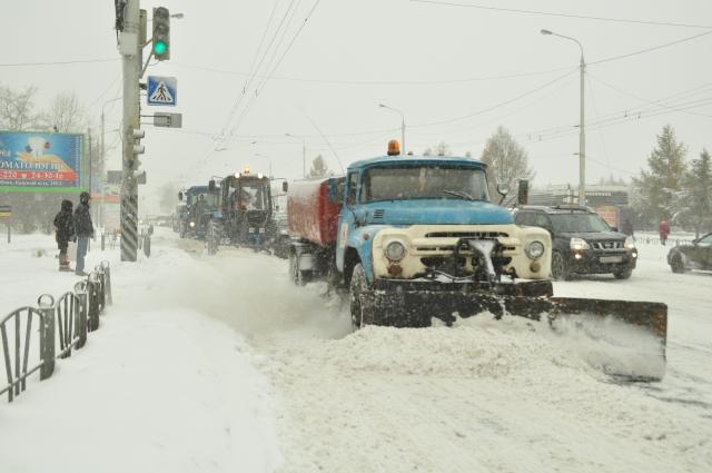 Снегоуборочная техника на улицах города.