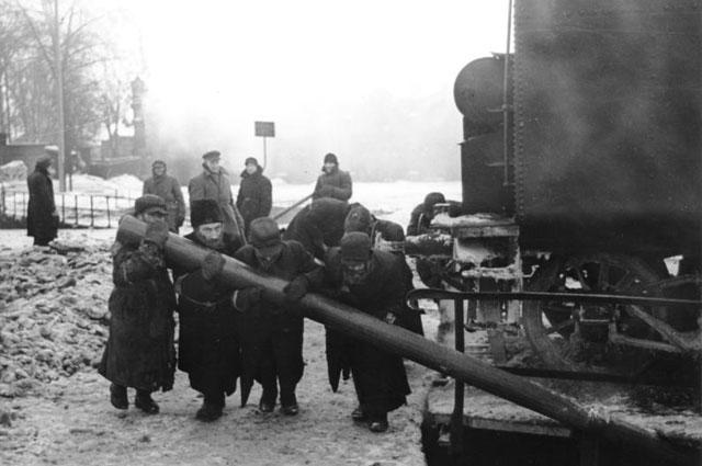 Принудительные работы еврейского населения на железной дороге. Минск, февраль 1942 года.