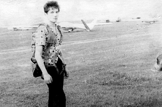 Е. Гареев перед полётом. Подольск, май 1964