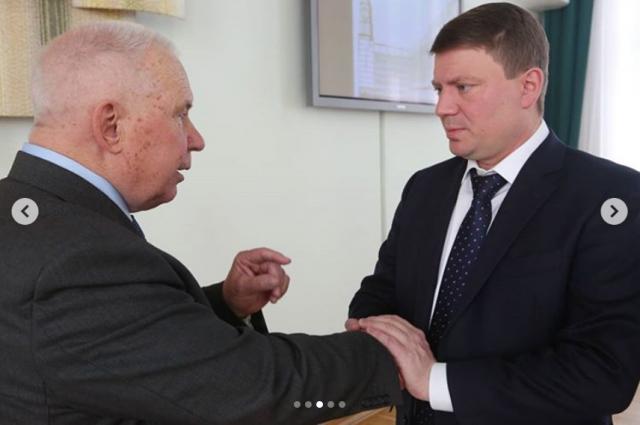 Какие советы первый мэр Красноясрка Валерий Поздняков (слева) дал Сергею Ерёмину - нынешний мэр не сказал.