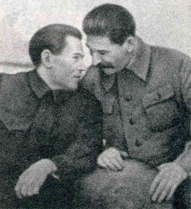 Н. И. Ежов и И. В. Сталин