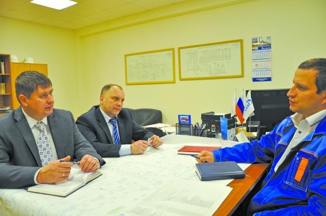 Рацпредложение Е.Голубева, В.Станкевича и А.Воробьева (слева направо) стало лучшим на внутристанционном конкурсе