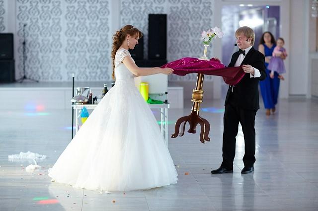 Невесты не в силах устоять перед фокусами.