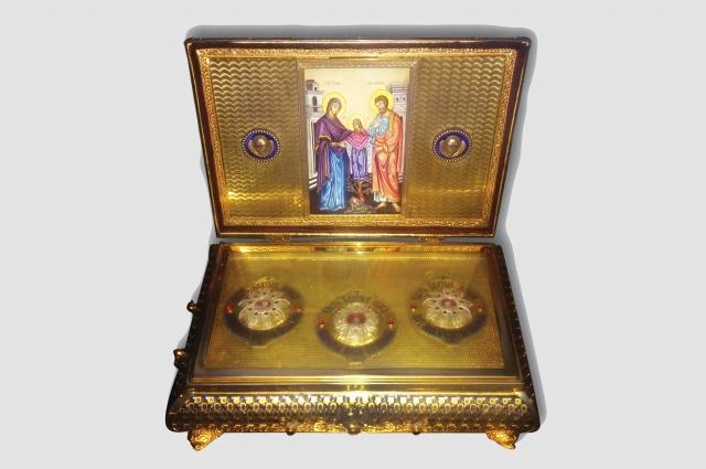 Ковчег с частью пояса Пресвятой Богородицы.