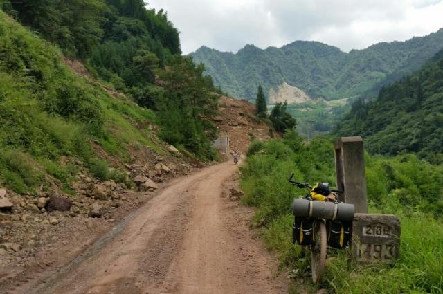 После Ховда до Китая нет 13 км асфальта.
