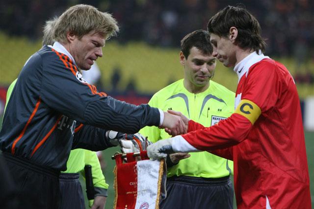 Два капитана, две легенды двух легендарных команд: Оливер Кан и Егор Титов. 2006 год
