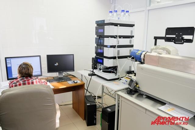 С помощью специальной системы проводится анализ структуры белков и пептидов горожан, проживающих вблизи от промышленных предприятий.