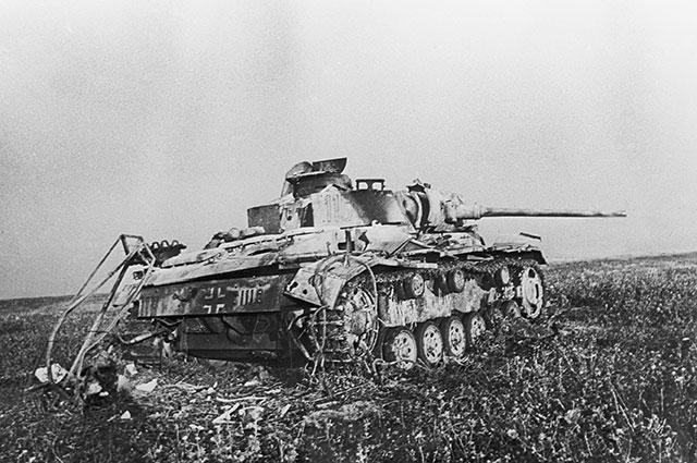 Подбитый фашистский танк в районе станции Прохоровка.
