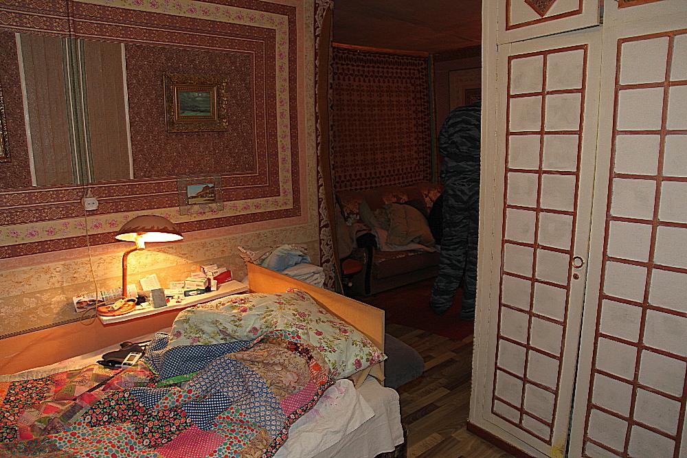 Обстановка в касимовской квартире, где произошло убийство.
