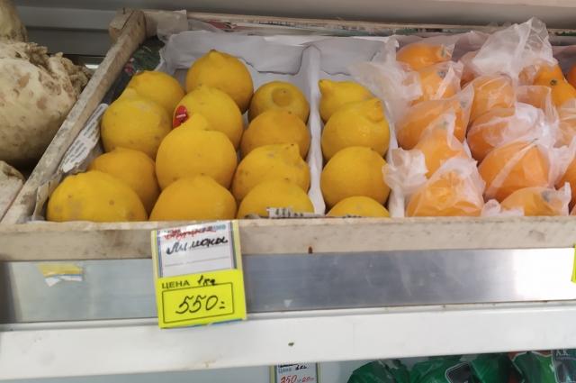 Теперь лимоны не каждому покупателю по карману.
