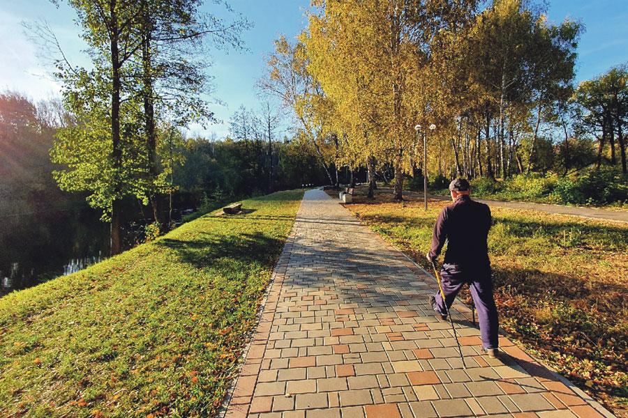 Набережная  становится популярным местом горожан для отдыха и прогулок.
