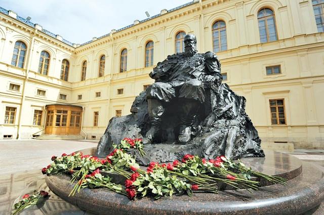Памятник Александру III станет новой точкой притяжения горожан и туристов, приезжающих в Гатчину.