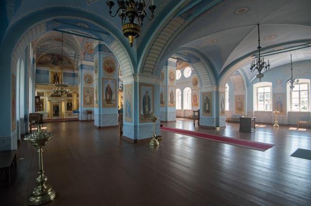 Внутри восстановленного собора Рождества Богородицы.