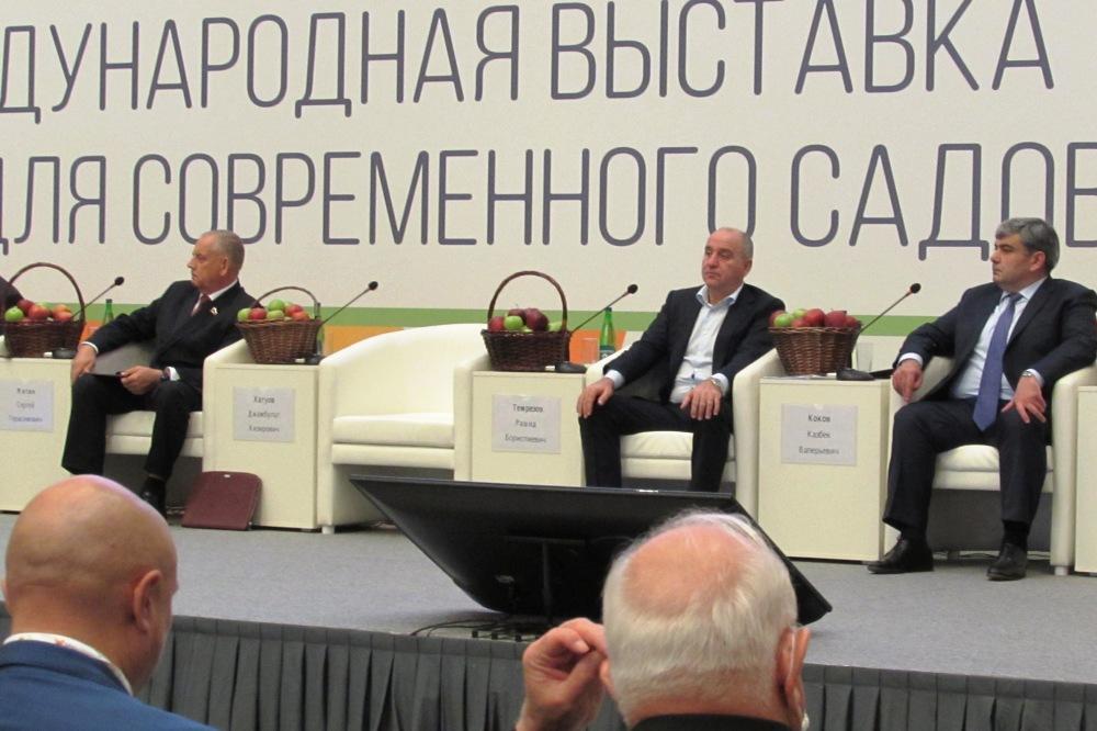 Почётными гостями PROЯблоко-2021 были главы КБР и КЧР.