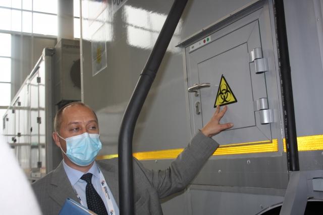 Василий Куклев рассказал, что шлюзы для передачи биоматериала с возбудителями позволяют дополнительно защитить людей от инфекции.