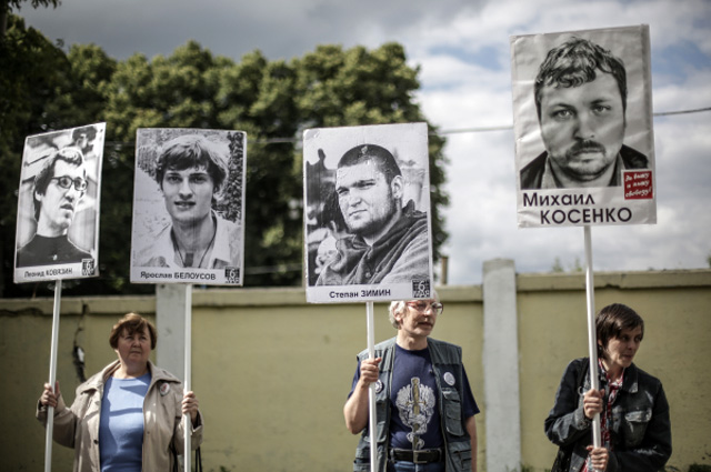 Участники пикета оппозиции в поддержку арестованных по болотному делу, июль 2013 года