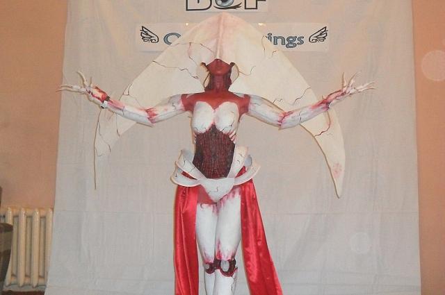 Данный костюм выполнен с соблюдением регламента 12+. Человек в костюме обнажен менее чем на 15%, для имитации открытых ран используются детали из латекса.
