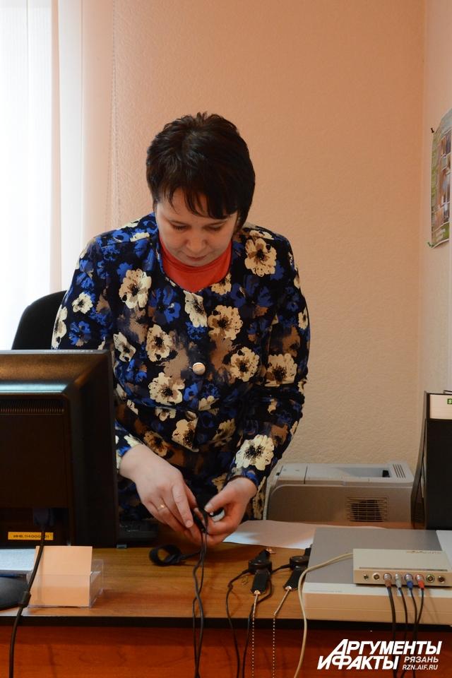 На работе Татьяна Савельва только в гражданском платье, чтобы не вызывать у подозреваемых лишнее волнение золотыми подполковничьими погонами.