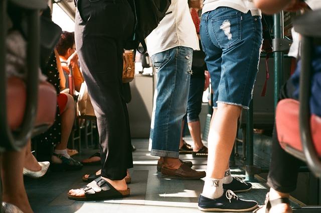 Городские автобусы не справляются с пассажиропотоком.