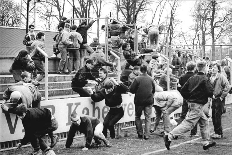 Футбольные фанаты в Германии, 1990 г.