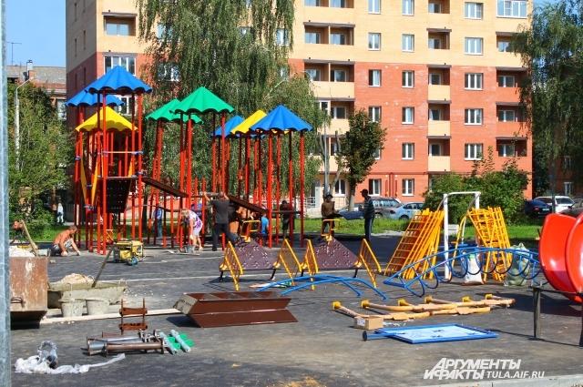 Жители улиц Кутузова, Кирова и Баженова дождались благоустройства сквера.