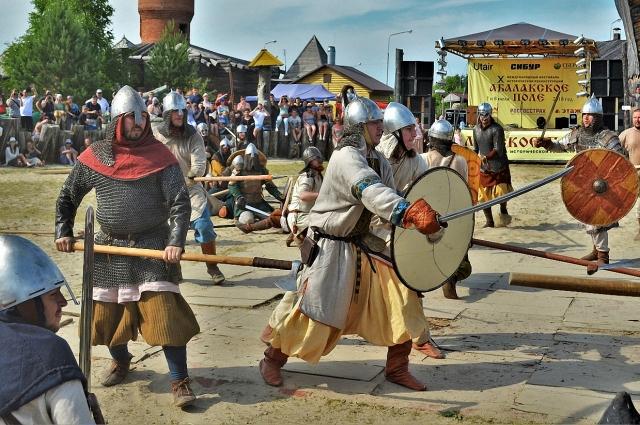 Военные походы викингов носили сезонный характер, они, как и другие народы, пахали и сеяли, занимались рыболовством.