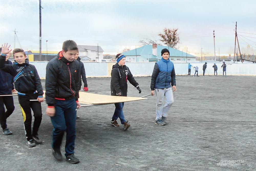 Реконструкция главного спортивного объекта поселения стала важным делом и для взрослых, и для школьников.