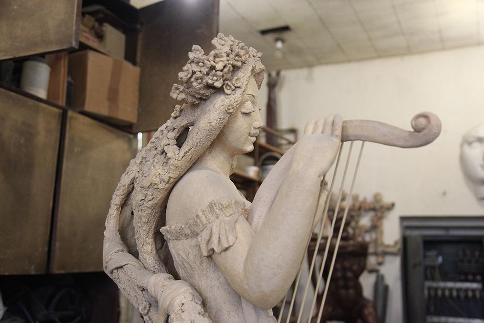 В 2000 году скульптор Борисенков открыл свою художественную школу.