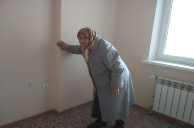 Бибинур апе не верится, что она въехала в новую квартиру.