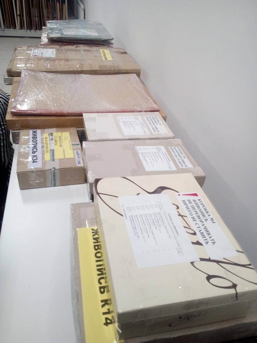 Небольшая часть экспонатов перевезена, но ещё даже не распакована.