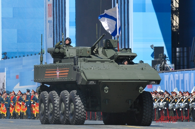 Бронетранспортёр Бумеранг вмещает 12 мотострелков и может поддерживать их огнём 30-мм пушки и пулемёта