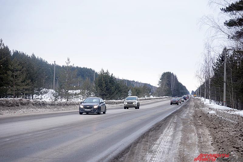По словам полицейского, на пять километров дороги нет ни одного фонаря, что представляет серьёзную угрозу.