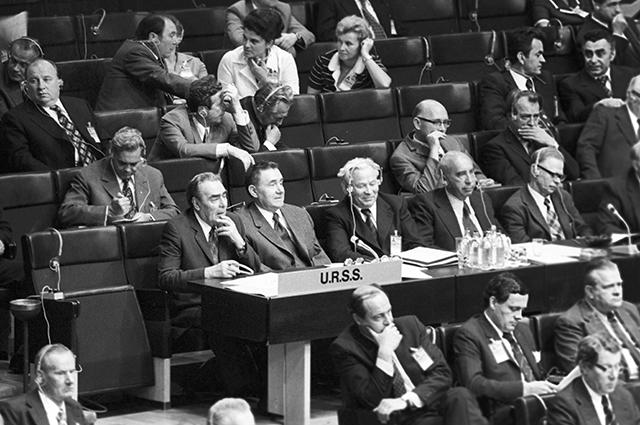 Советская делегация на Совещании по безопасности и сотрудничеству в Европе: Леонид Брежнев, Андрей Громыко и Константин Черненко.