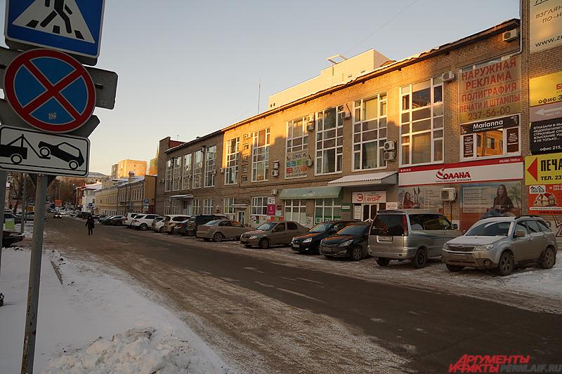 Платная парковка в Тополевом переулке.