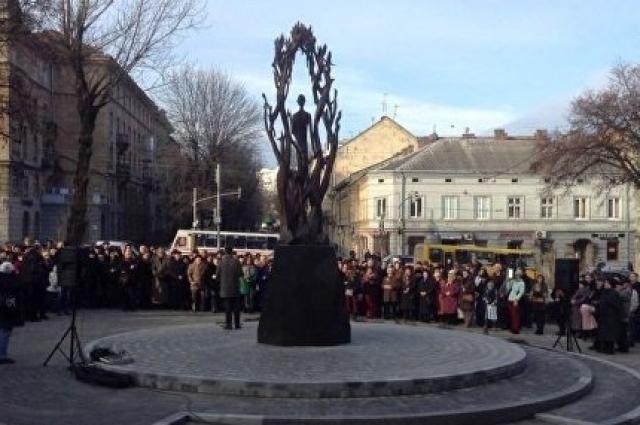 Памятник Богдану-Игорю Антонычу