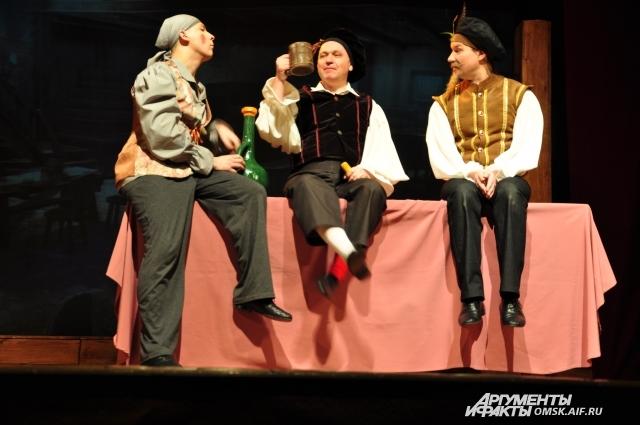 На сцене все актёры - настоящие испанцы.
