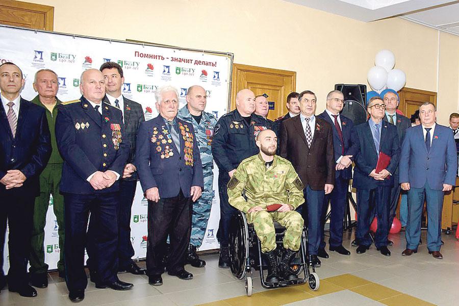 На церемонии присутствовали представители администрации и силовых ведомств.