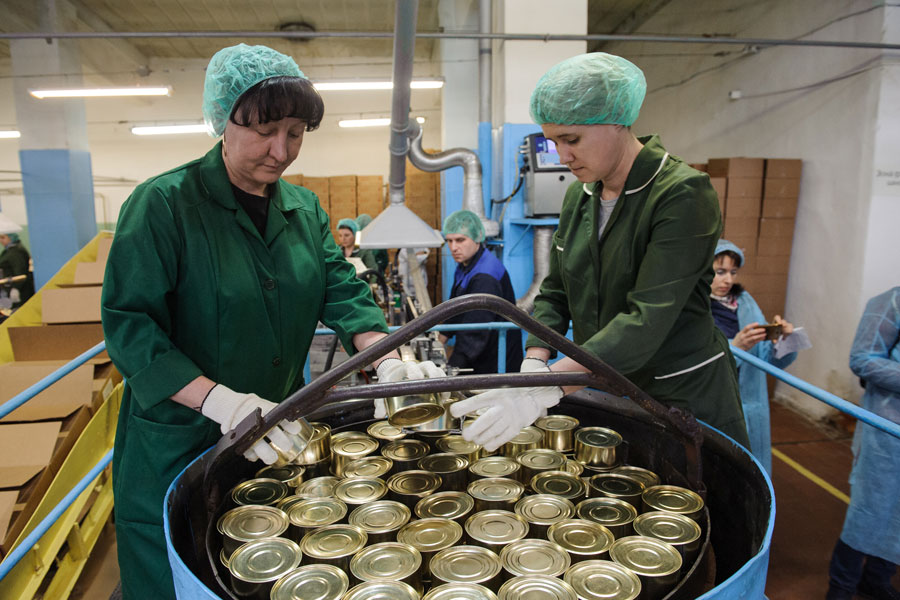 Около 80% продукции консервного завода занимает говяжья  тушёнка.