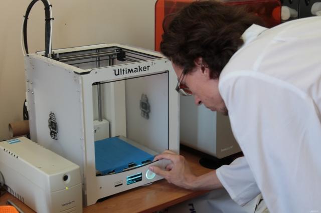 Стоит хороший 3D-принтер в среднем 400 тысяч рублей.
