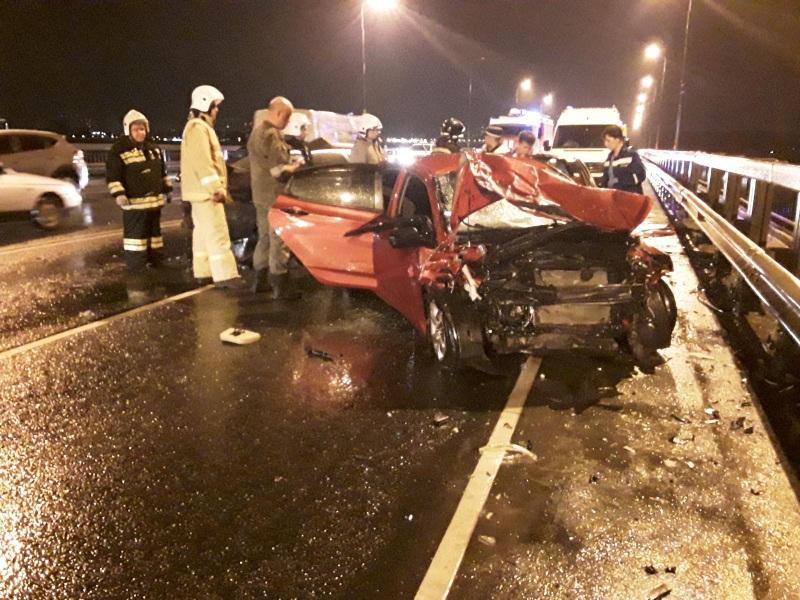 Вечером произошла ещё одна авария. В этот раз никто не погиб, но все участники ДТП пострадали...