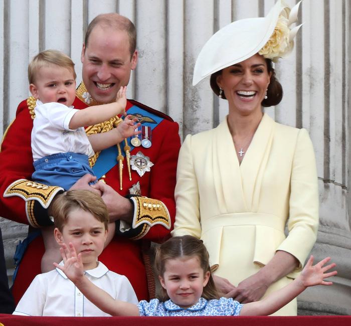 Принц Уильям и Кейт Миддлтон с детьми.