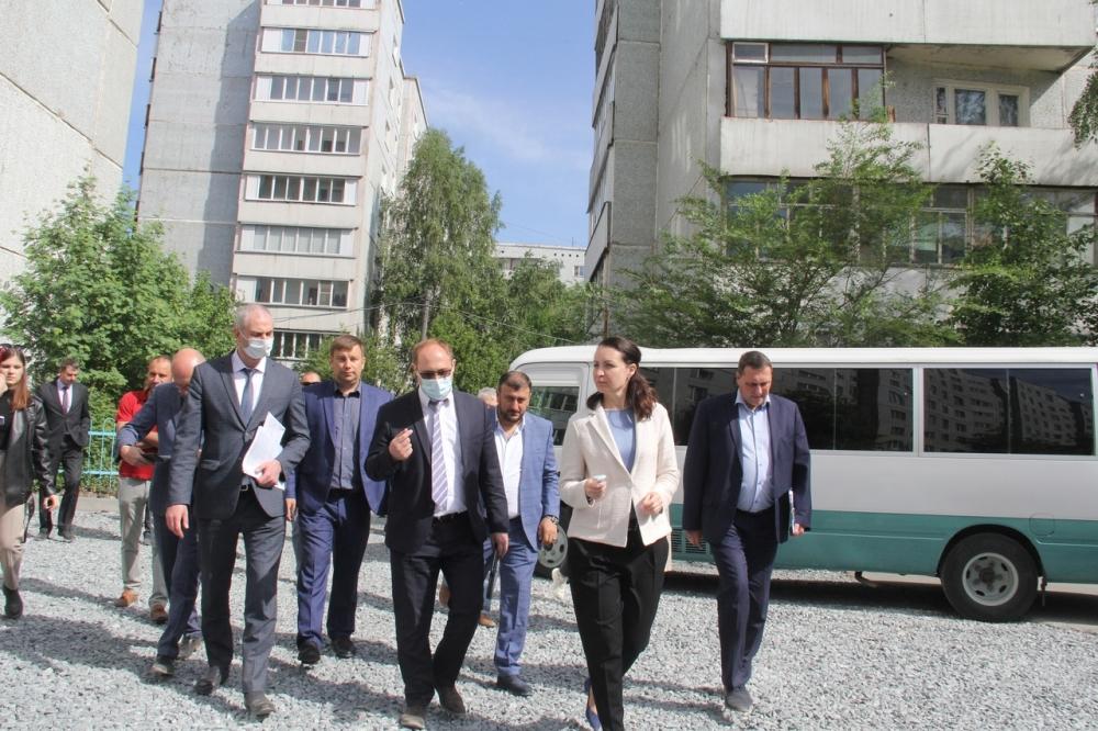 Мэр регулярно объезжает строительные объекты Омска.
