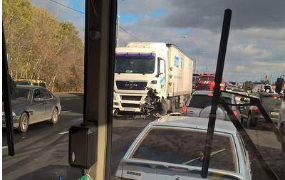Авария на Нежинском шоссе под Оренбургом возможно унесла жизни двух человек.