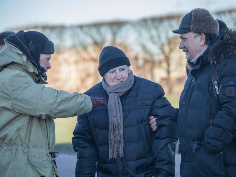 Съёмочную площадку лично посетил писатель-фронтовик Даниил Гранин.