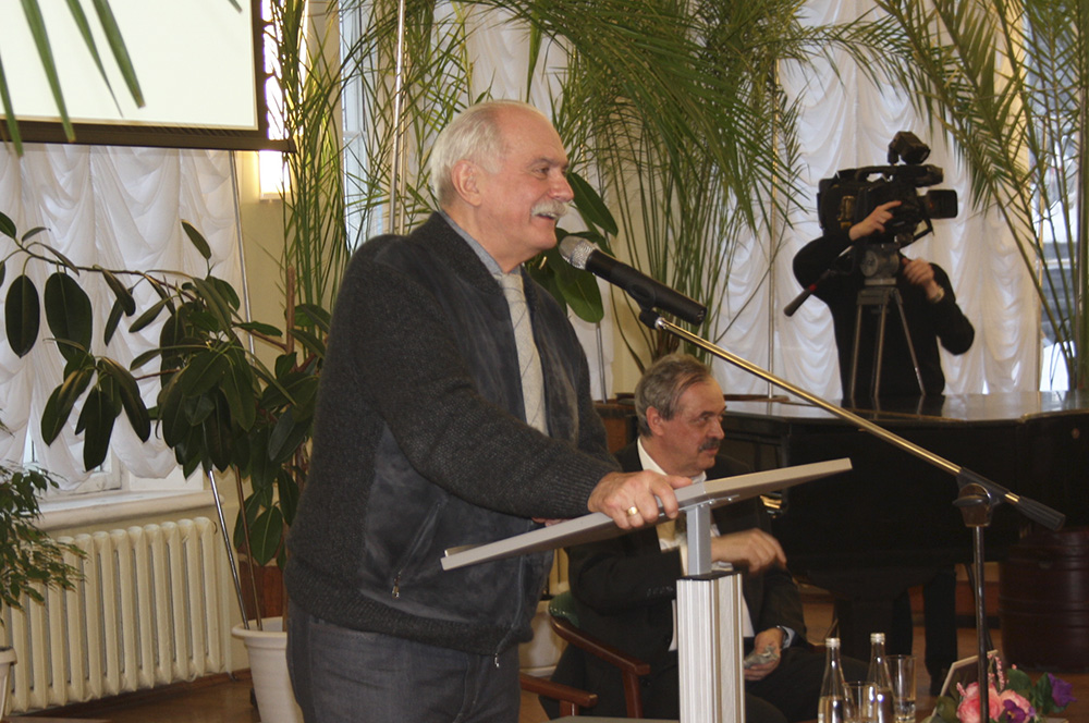 Пообщаться с Никитой Михалковым собрался целый зал кировчан.