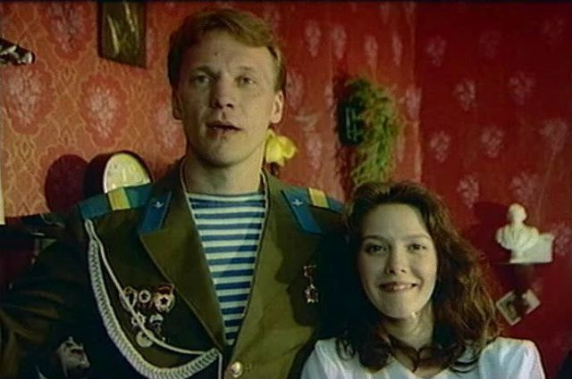 Одна из самых заметных комедий 1990-х была снята Астраханом.