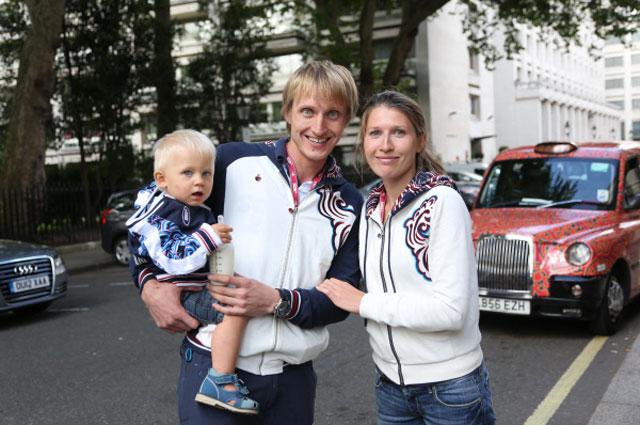 Иван Скобрев с супругой Ядвигой и сыном. 2012 год