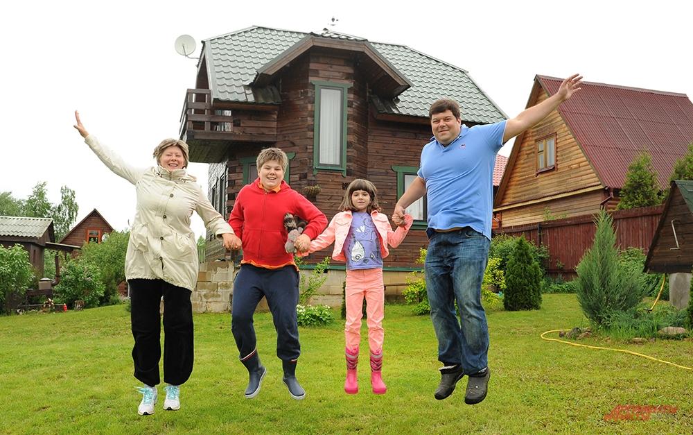 За городом - никогда не скучно! Сергей Бабаев с семьёй.