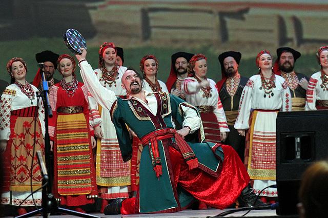 «Наш хор - старейший народный хор России, недавно ему исполнилось 205 лет».