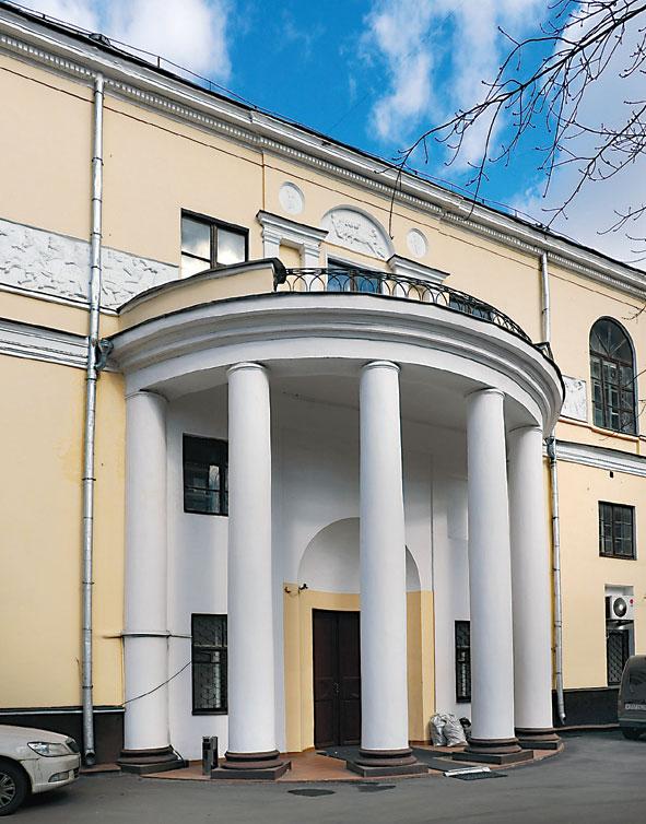 Дом Скакового общества - в классическом стиле
